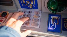 La Policía Nocional alerta del 'Teller Hooking' un nuevo método para estafar dinero en cajeros automáticos