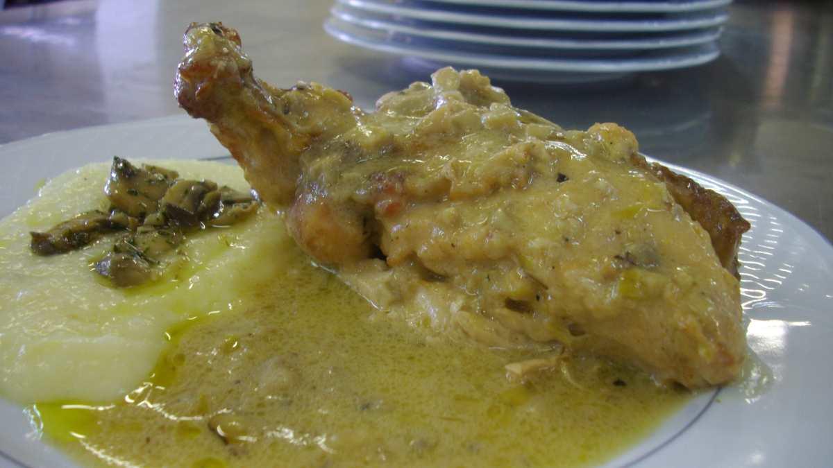 Receta de Muslos de pollo en salsa de cava y manzana