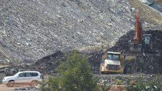 Vista general de la zona donde trabajan en las labores de búsqueda de los dos trabajadores sepultados bajo los escombros del vertedero de Zaldivar (Vizcaya), que se derrumbó el pasado 6 de febrero. Foto: EP