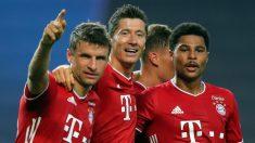 Muller, Lewandowski y Gnabry celebran el 0-2 del Bayern ante el Lyon. (AFP)