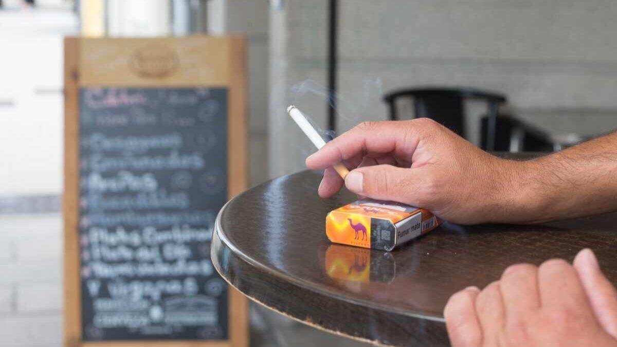 Fumar en la terraza