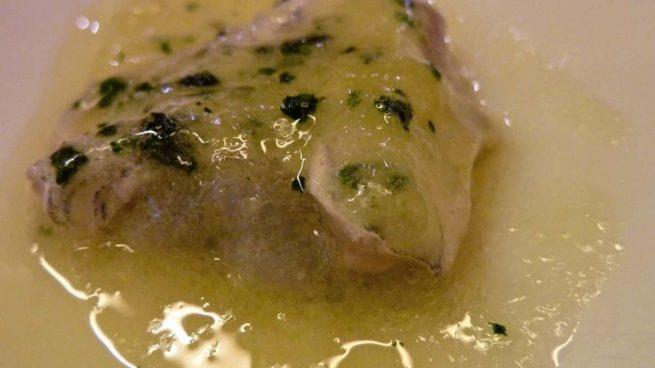 Palometa rellena de bacón en salsa verde