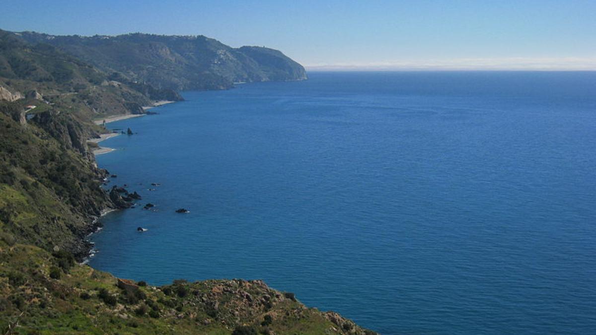 Las playas de Nerja, en Málaga, cerrarán a partir de las 24 horas y hasta las 6.00h de la mañana para evitar las aglomeraciones por botellones.