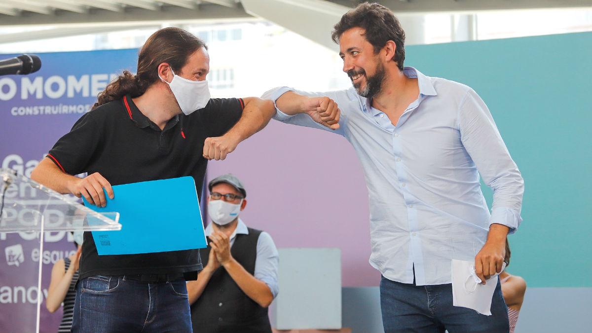 El vicepresidente segundo del Gobierno y líder de Podemos, Pablo Iglesias; y el que fue candidato de Podemos para los comicios gallegos del 12 de julio, Antón Gómez-Reino. (Foto: Europa Press)