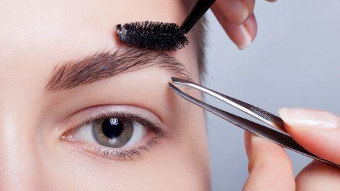 Unas cejas mal depiladas pueden estropear todo el look
