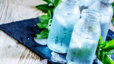 Esta es la mejor manera para limpiar botellas de agua de cristal