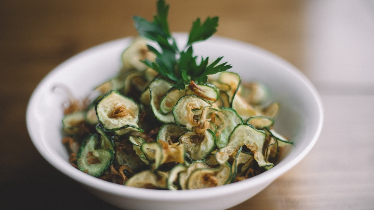 calabacín marinado con ajo y albahaca