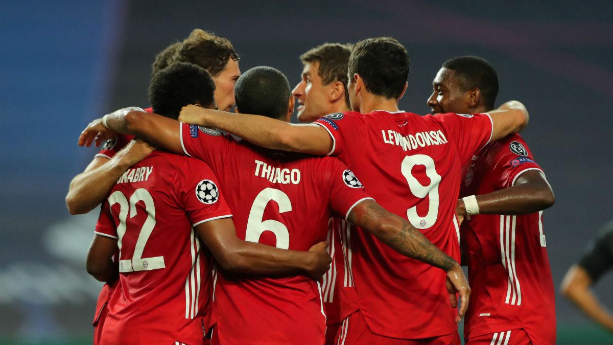 Los jugadores del Bayern celebran un gol al Lyon. (Getty)