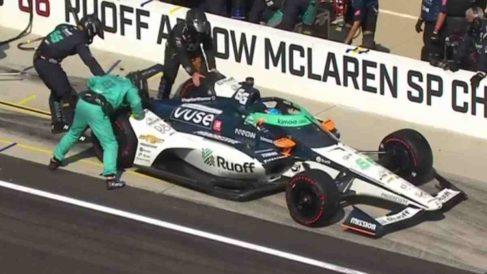 Fernando Alonso en boxes. (Captura de pantalla)