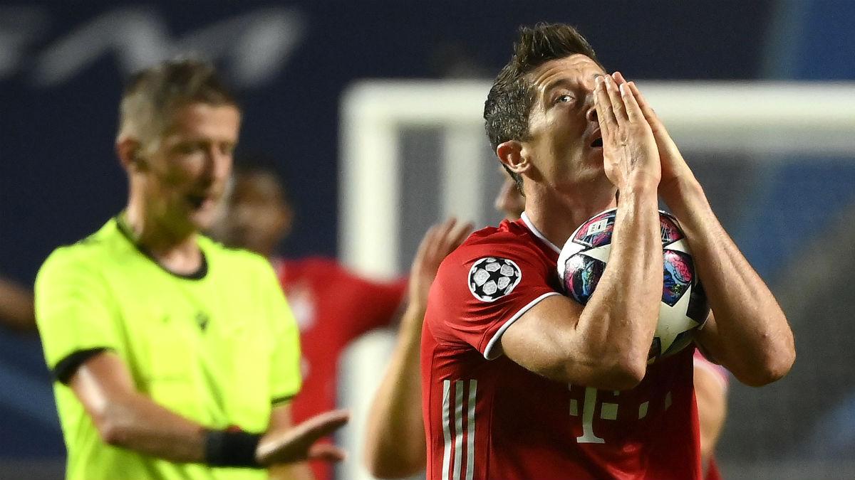 Lewandowski se lamenta tras una ocasión fallada. (Getty)