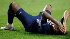 Neymar llora sobre el césped tras perder la final de la Champions. (AFP)