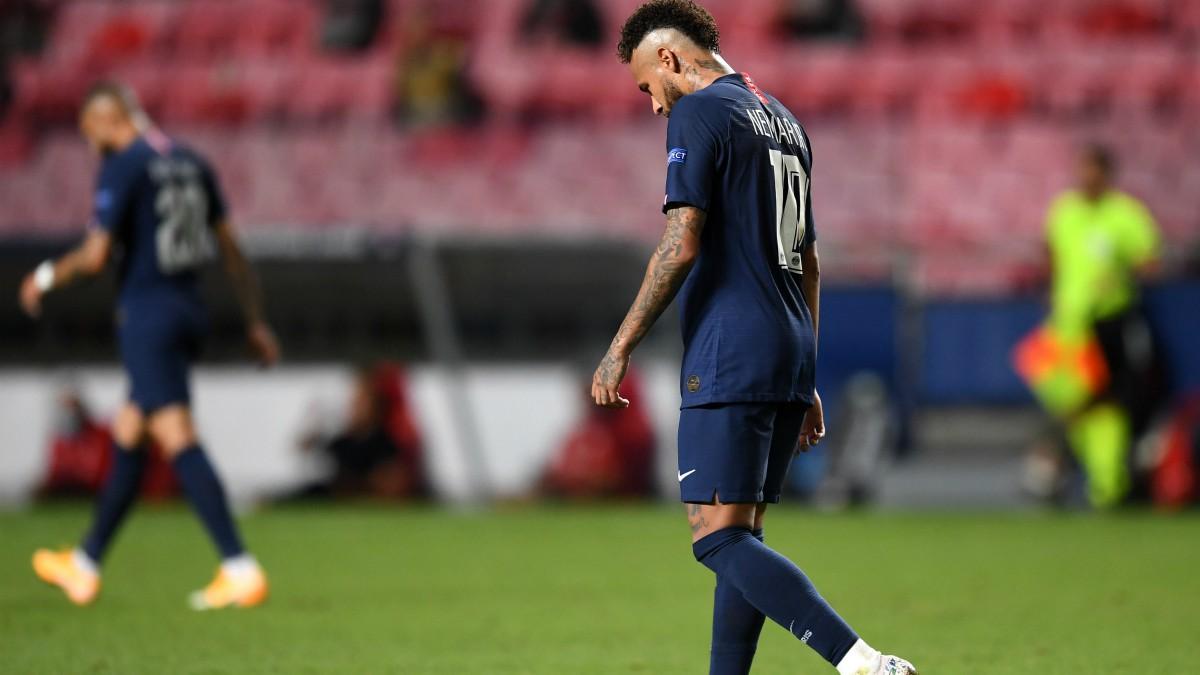 Neymar, cabizbajo durante la final de la Champions League entre PSG y Bayern de Múnich. (Getty)