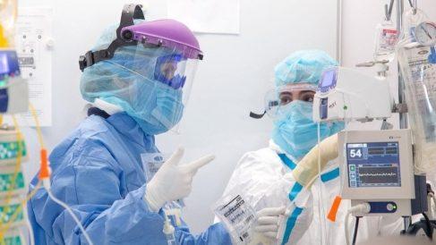 Sanitarios españoles trabajando contra el coronavirus.