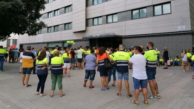 Trabajadores de Acciona se concentran por el arranque de las negociaciones del ERE