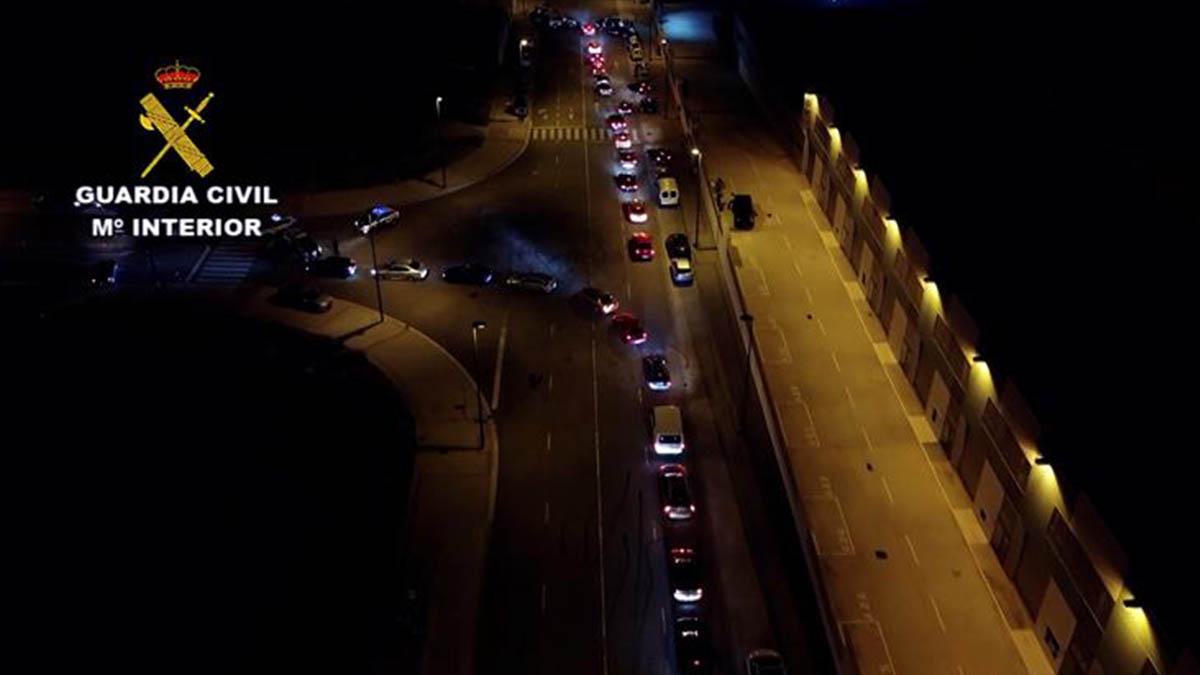 Concentración ilegal de coches en Zaragoza.