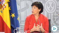 La ministra de Educación, Isabel Celaá, este jueves en rueda de prensa. (Pool Moncloa/Diego del Monte)