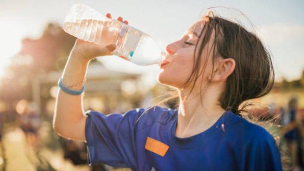 Cómo evitar la deshidratación de los niños