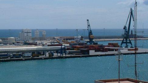 Muere en Melilla un menor no acompañado cuando intentaba alcanzar a nado un barco de pasajeros