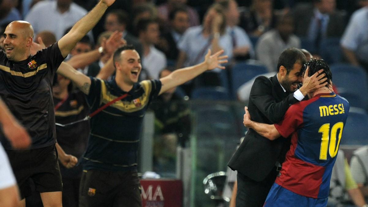 Guardiola celebra un tanto con Messi en un partido del Barcelona. (AFP)