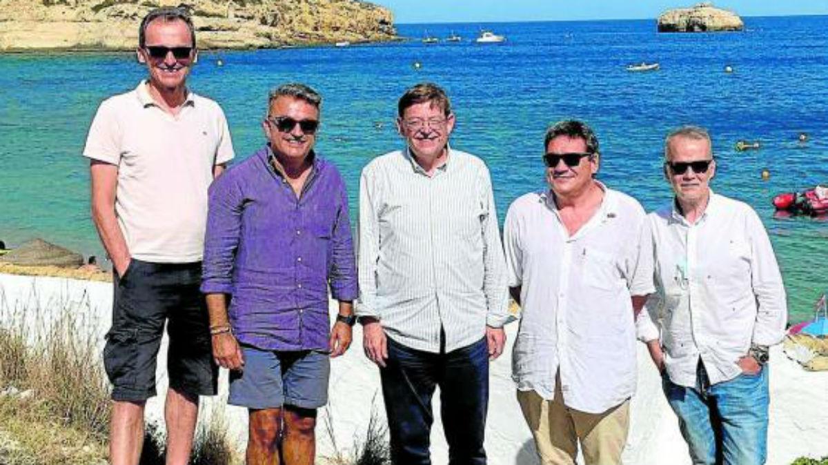 La foto sin mascarilla de Ximo Puig, Pedro Duque, José Luis Escrivá, el ex ministro Antonio Camacho, y el alcalde de Jávea (Alicante), José Chulvi.