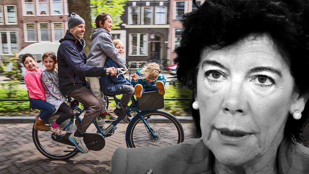 La ministra de Educación, Isabel Celaá, y un padre con su familia en bicicleta en Holanda. (Foto: WorkCycles / OKDIARIO)