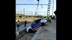 El coche de los Mossos siendo recuperado