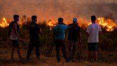Imagen del incendio en Almonaster la Real (Huelva).