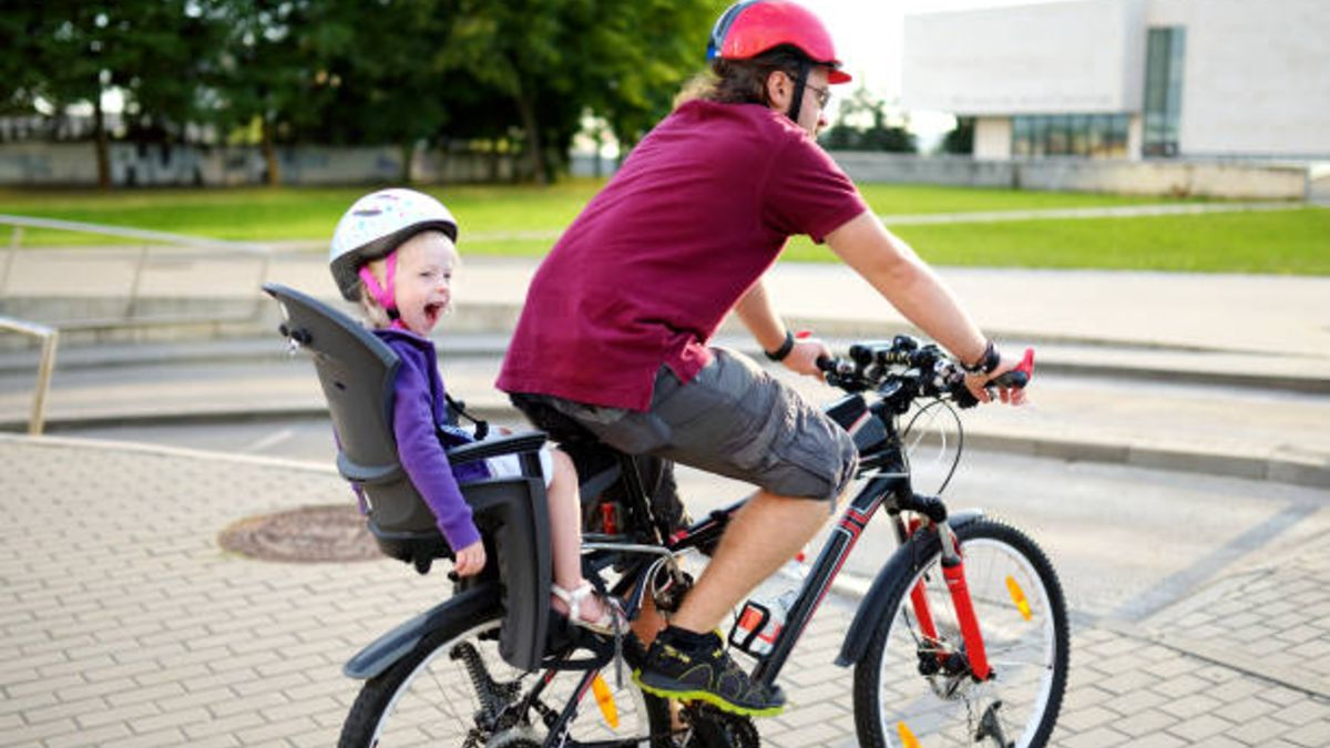 Descubre los mejores modelos de sillas infantiles de bicicleta para llevar a los niños a la escuela