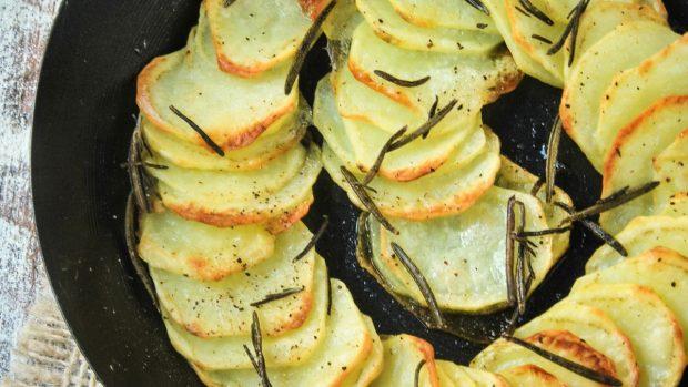 Patatas gratinadas con queso, una receta francesa fácil y deliciosa