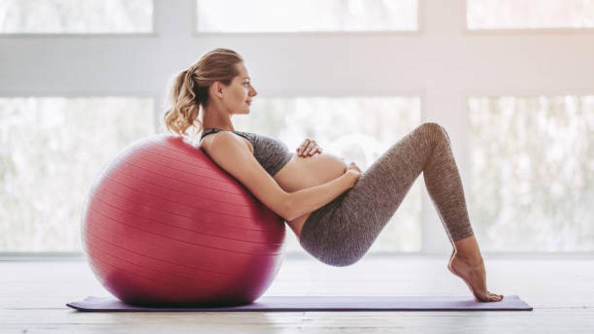 Cómo te puede beneficiar hacer ejercicios con la fitball durante el embarazo