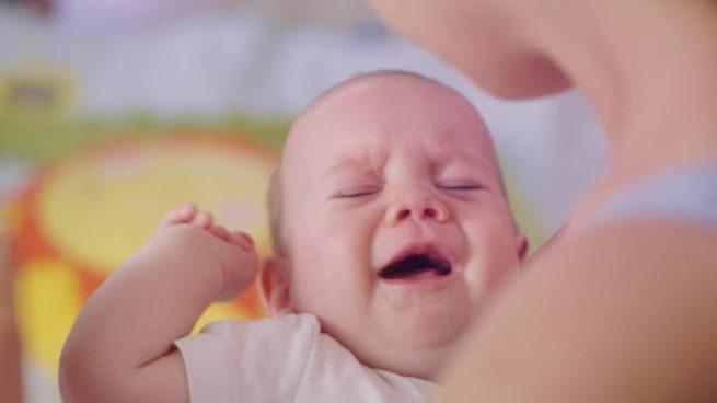 bebé llora pecho