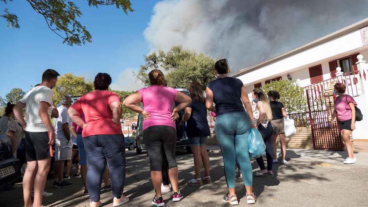 Huelva se vuelca con los 3.200 evacuados por el fuego