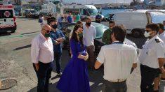 Macarena Olona (Vox) visita un albergue de inmigrantes ilegales: «Llegan y les dan un móvil, 100 euros y tabaco».