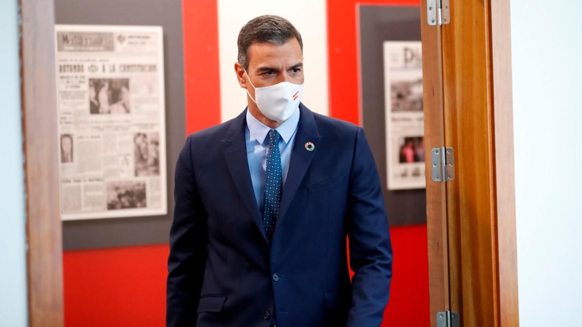 El presidente del Gobierno, Pedro Sánchez, en la sala de prensa de La Moncloa.