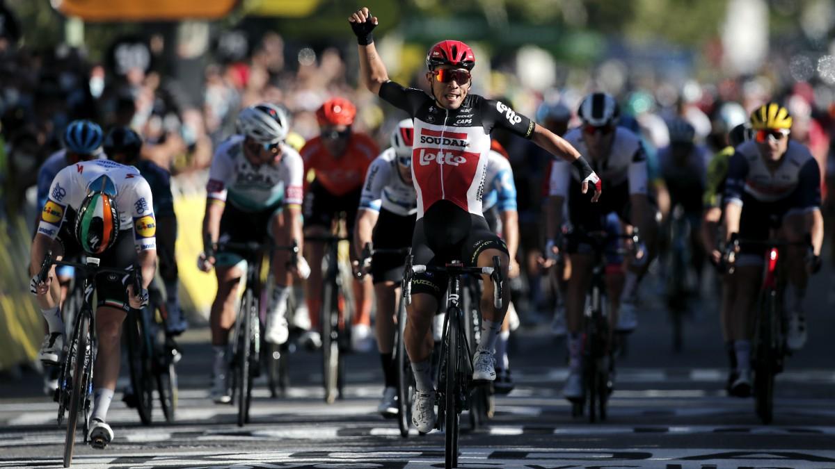 Caleb Ewan celebra su victoria en el Tour. (AFP)