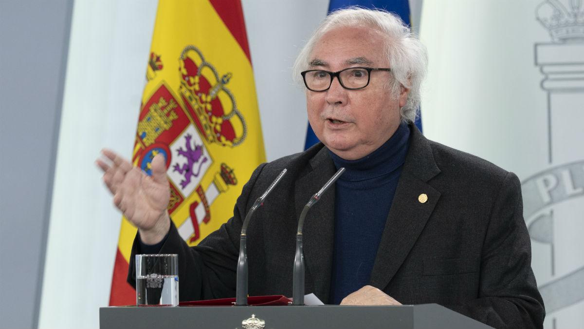 Manuel Castells en su primera rueda de prensa el pasado 23 de abril en Moncloa. (Foto: EP)
