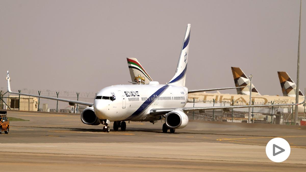 Avión israelí de El Al en Emiratos Árabes Unidos (Foto: AFP)