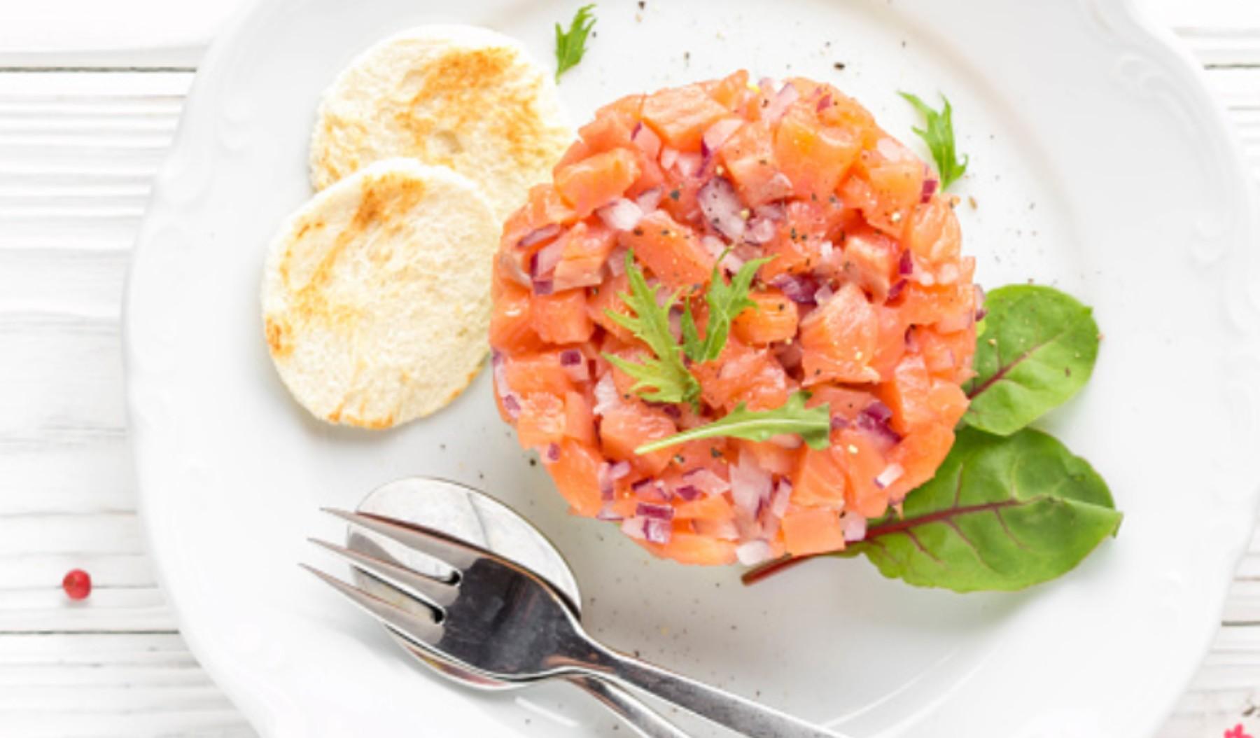 Tartar de salmón con un toque de sésamo