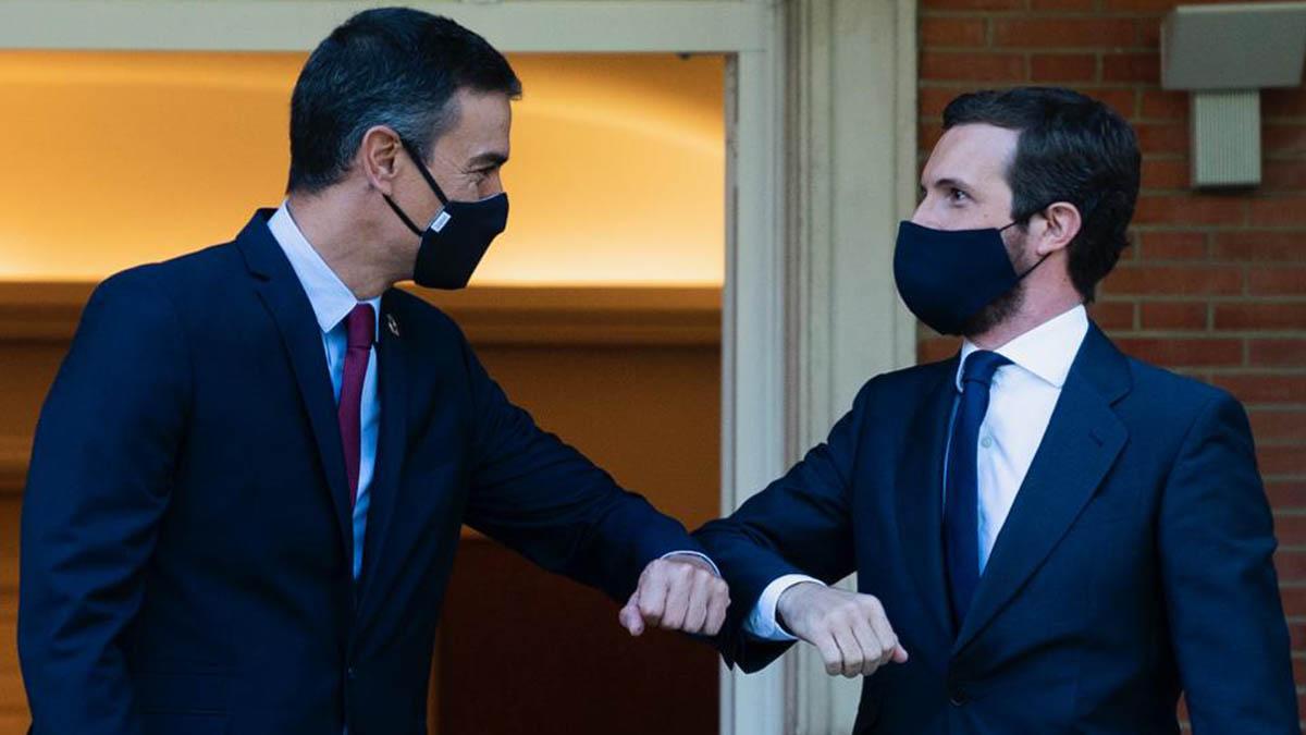 Pedro Sánchez y Pablo Casado durante su última reunión en La Moncloa