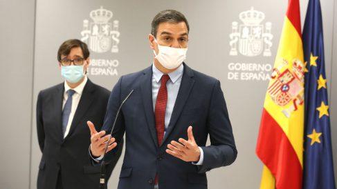 El presidente del Gobierno, Pedro Sánchez, y el ministro de Sanidad, Salvador Illa. (Foto: Europa Press)