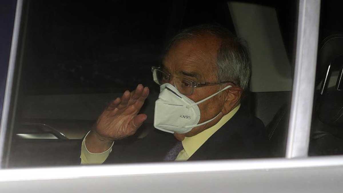 El exministro del Interior Rodolfo Martín Villa a su salida este jueves de la Embajada Argentina en Madrid, tras declarar ante la jueza argentina María Servini, acusado de 12 muertes.