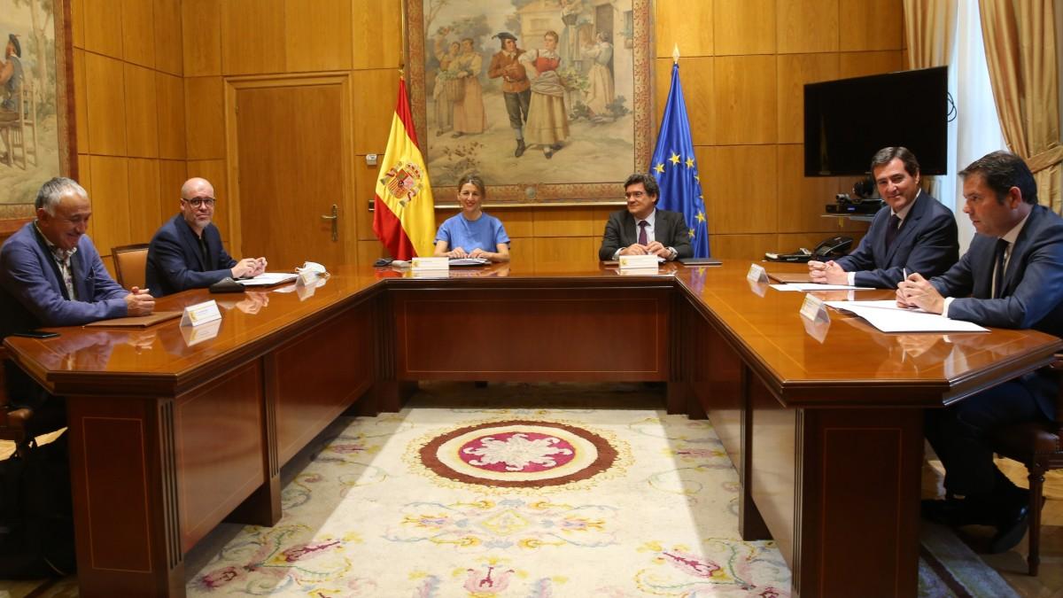 Los ministros de Trabajo y Seguridad Social, Yolanda Díaz y José Luis Escrivá, se reúnen con los secretarios generales de CCOO (Unai Sordo)y UGT (Pepe Álvarez) y con los presidente de CEOE (Antonio Garamendi) y Cepyme (Gerardo Cuerva)