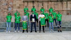 Las jugadoras del Al-Qázeres posan en el Foro de los Balbos.