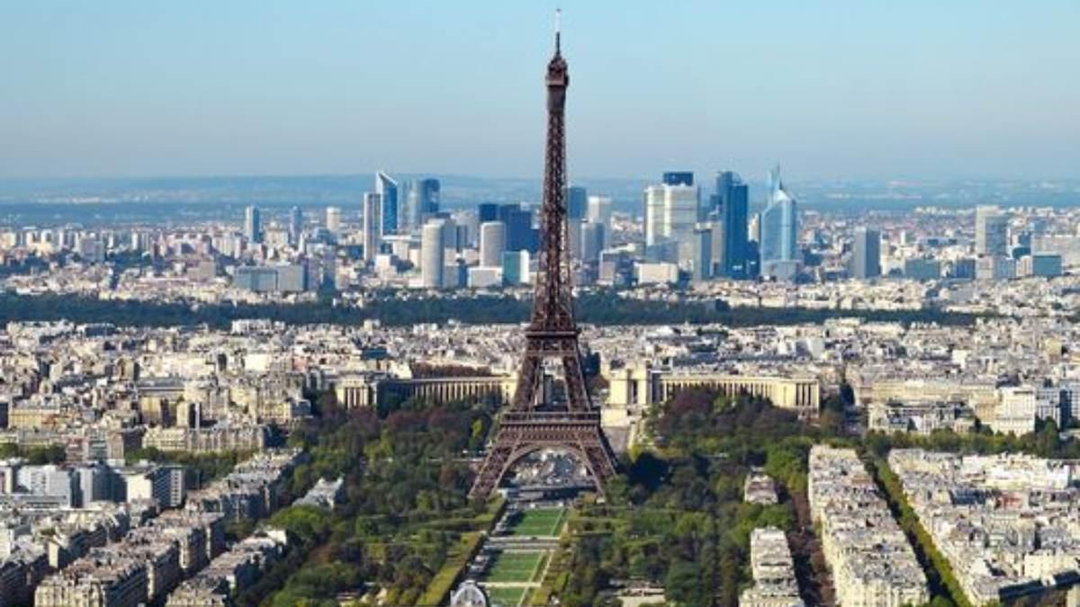 Francia cierra 22 escuelas por coronavirus