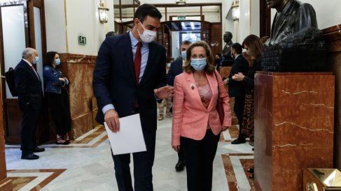 Pedro Sánchez y la ministra de Transformación Digital, Nadia Calviño. (Foto: EP)