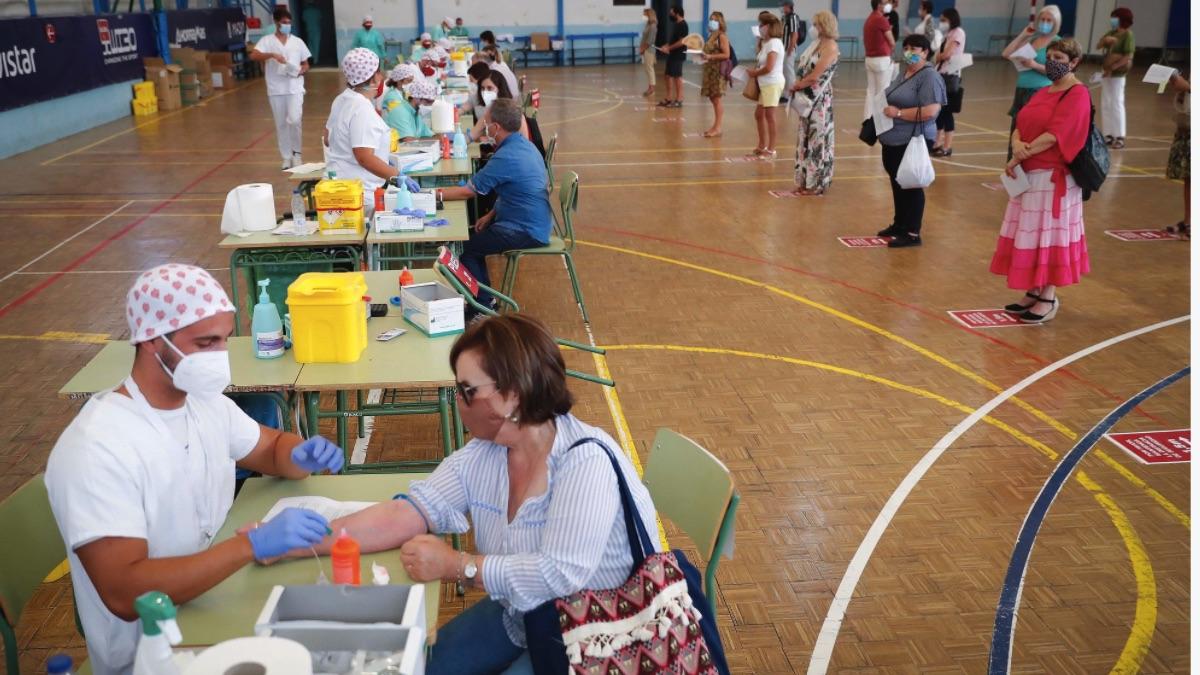 Test de coronavirus en el instituto Ramiro de Maeztu, en Madrid. (Foto: Comunidad)