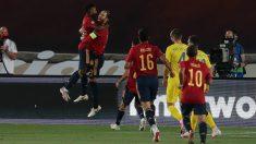 Ansu Fati y Sergio Ramos celebran un gol. (Getty)