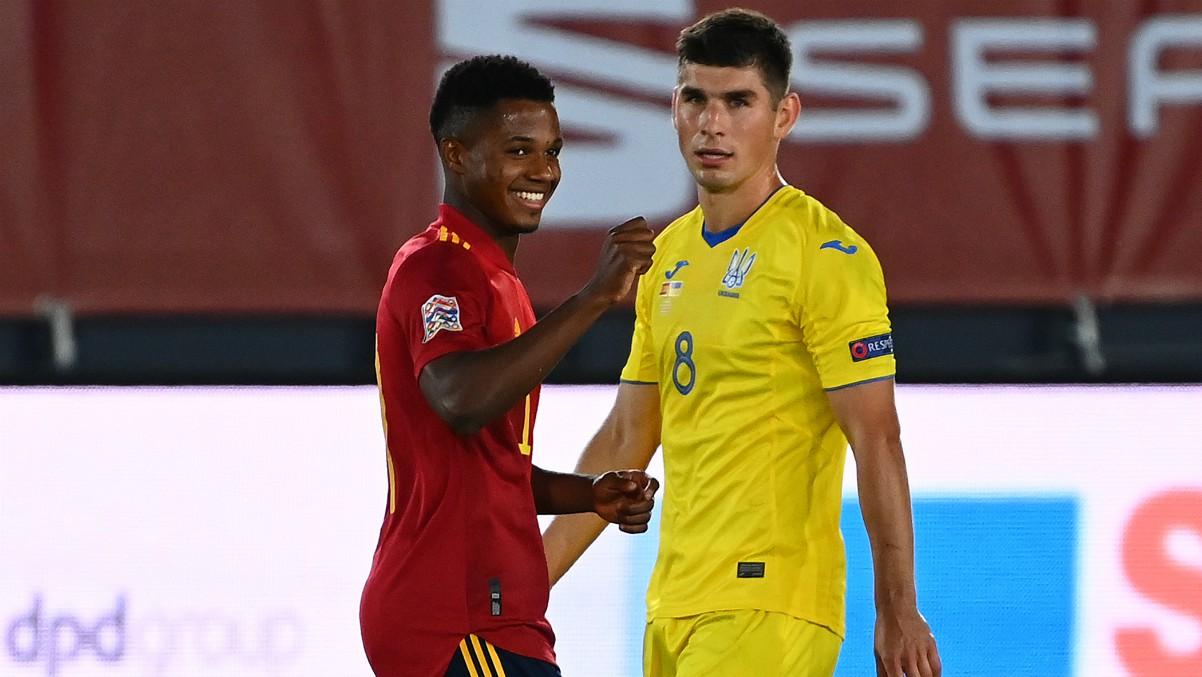 Ansu Fati celebra un gol con España. (AFP)