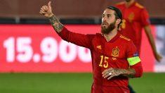 Sergio Ramos celebra un gol con España. (AFP)