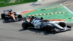 Carlos Sainz sigue de cerca a Gasly en el GP de Italia 2020 de Fórmula 1. (AFP)